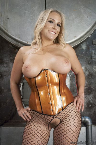 Golden-haired bombshell and the marvelous eastern are sub for miss jeze belle!