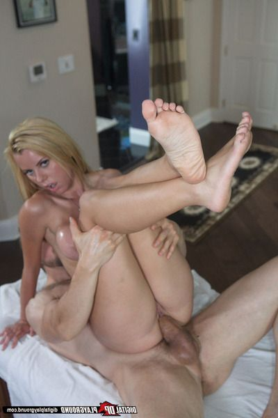 Lustful massagae model oils up her bends and has some anal enjoyment with her client