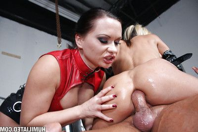 MILF princesses Kaylani and Layla have ass-pounding in conformation with bukkake