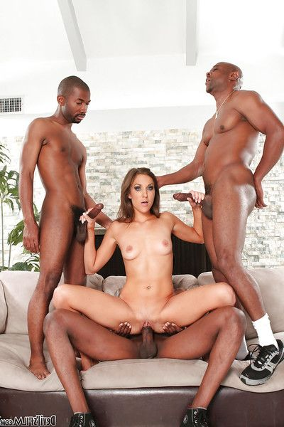 Interracial groupsex act with attractive whore Kiera King!