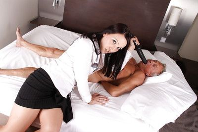 Euro Milf Ashley Murky toying cum-hole and face sitting on grandpa
