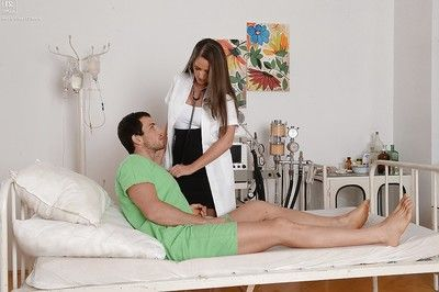 Curvy nurse Kendra Star receiving oral-job pleasures from submissive in hospital mattress