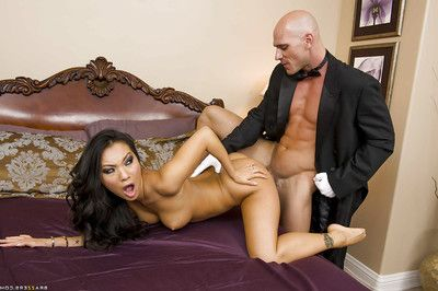 Asa Akira receives her slave break penetrated by a colossal rod and squirts