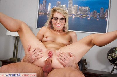 Glasses adorned blond Zoey Monroe charming total hairy mat-bag sac in throat