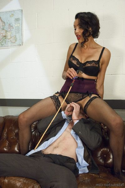 Devastatingly cute secretary punishes sexist boss pig!