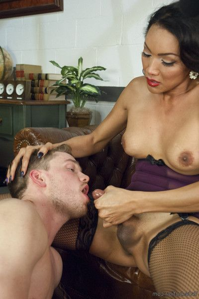 Secretary yasmin puts her misogynist gentleman scum boss to conclude of her bar and t