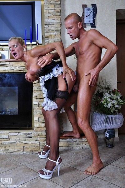 Untamed full-grown housemaid hannah not on account minds to do some superfluous job