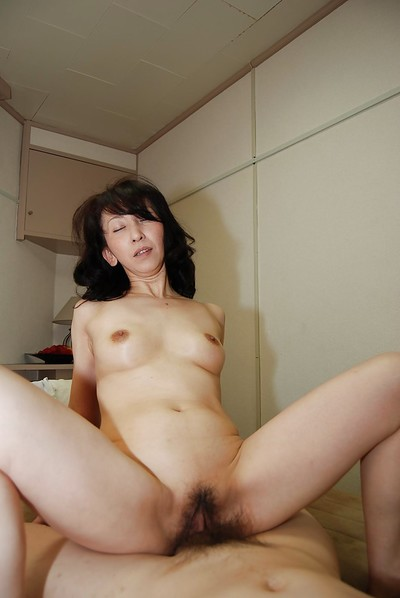 Astonishing of age housewife Mako Shinozuka sucks firm bushwa round shower