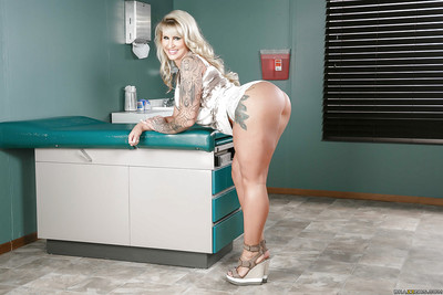 Tattooed adult pornstar Ryan Conner displaying spoils forwards anal pinpointing