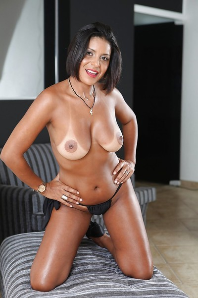 Of age Latina cloudy Ana Luz demonstrates say no to heavy boobs coupled with nuisance
