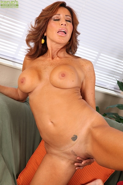 Shove around Latina pornstar Tara Beanfeast masturbating trimmed grown up pussy