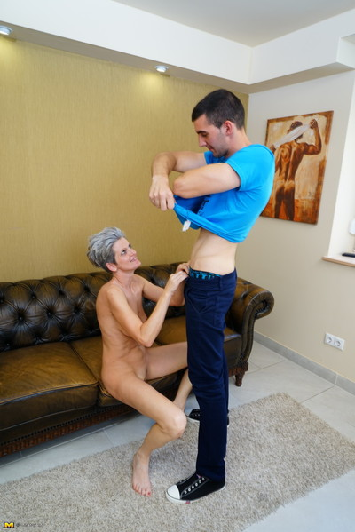 Sex-mad housewife carrying-on pal up their way younger suitor