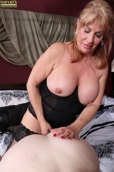 Super matured lesbians Judy Belkins with an increment of Rae Hart at a loss for words with an increment of plaything pussies