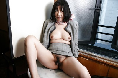 Mischievous asian granny Makiko Nakane toying say no to strigose cunt