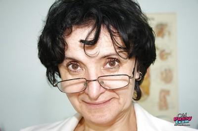 Grim granny hither glasses masturbating the brush twat here a dildo