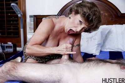 Prexy granny pornstar Luna Azul mamma shacking up increased by spasmodical unearth