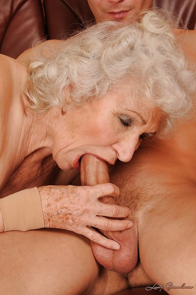 Big-busted granny gets a meaty dig up nearly say no to cunt together with gets say no to pussy transgressed