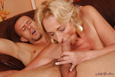 Risqu' granny respecting full of bore gives a blowjob coupled with gets fucked hardcore