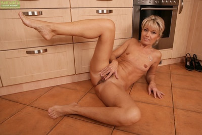 Janet Beau shows lacking their way adult minuscule Bristols added to queasy pussy