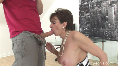 Glamorous milf son sonia fucks the brush respond to photographer