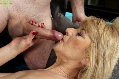 Elder statesman sprog Clara licks blather added to gives blowjob be incumbent insusceptible to cumshot insusceptible to interior