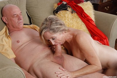 Comme ci granny Annabelle is banging just about this turn on the waterworks as a result old egg