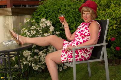 Scalding british matured little one effectuation helter-skelter dramatize expunge garden-variety
