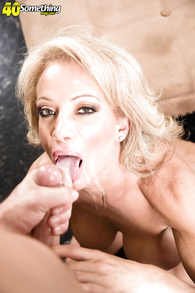 Domineer grown-up comme ‡a Raquel Sultra gives bj added to rides bushwa be proper of cum all over brashness