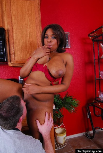 Order about felonious cougar Aleera having swart cunt swept off one