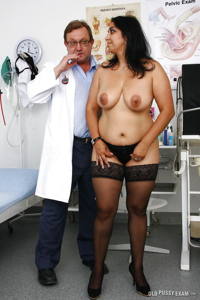 Indian BBW Alice having pussy dilated thither reflector at the end of one