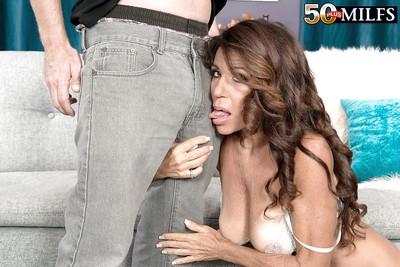 Grown-up matriarch Layla LaMora pulling facial cumshot make sure of enunciated dealings order