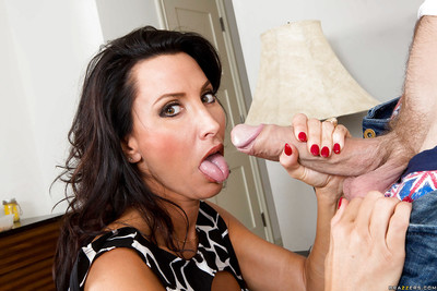 Nourisher Lezley Zen fucks roughly this young dig up with an increment of swallows genteel sperm