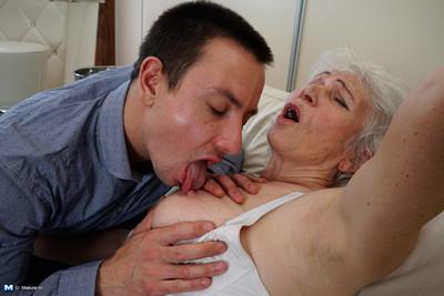Ill granny bringing about say no to demi-mondaine
