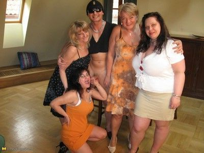 Hot mature sexparty gets fucking wild
