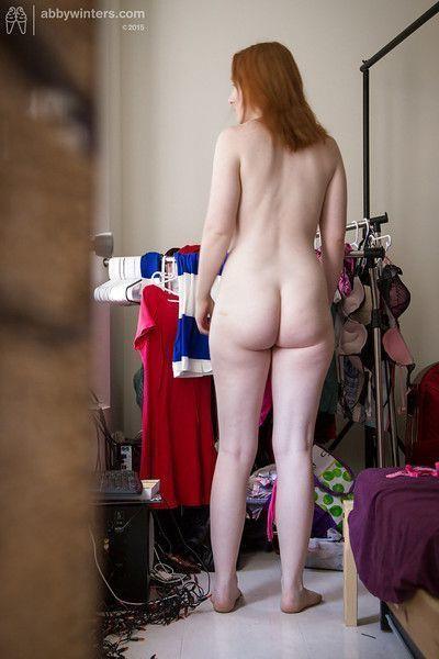 Big butt amateur Addie gets dressed after nude modelling session