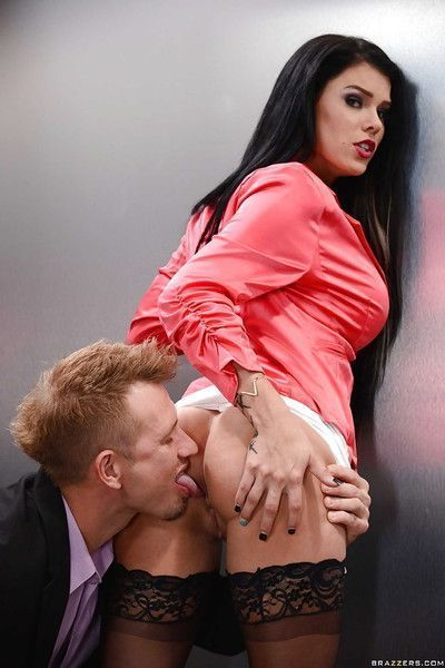 Brunette beauty Peta Jensen having puffy pussy fingered and licked out