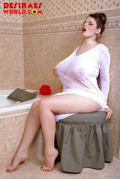 Plump chick unleashes huge pornstar tits and big butt in bathtub