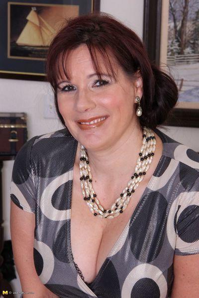 Horny big breasted american housewife getting bawdy
