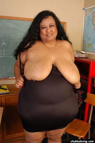SSBBW educator Debrina letting her hard saggy billibongs loose in classroom