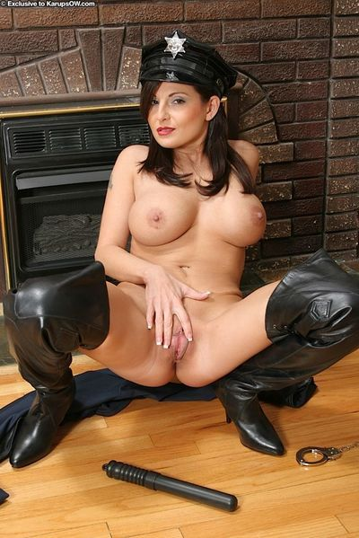 Fully-bosomed MILF in sexy police outfit teasing her hungry cunt