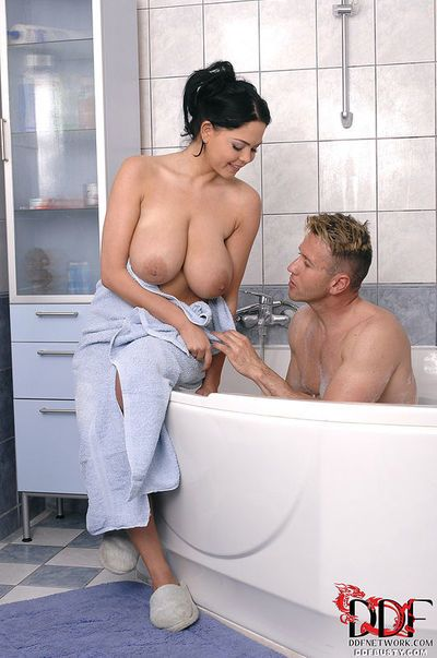 Wet and busty brunette Shione Cooper giving titjob and bj in bathtub