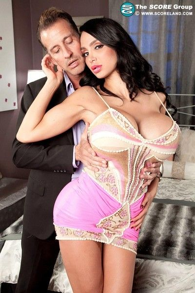 Amy anderssen is a global obsession