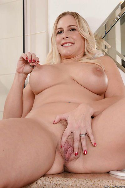Fatty milf blonde Angel Allwood demonstrates her amazing boobies