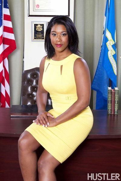 Michelle Obama lookalike undresses in oval office for a threesome