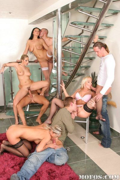 Jizz hungry bombshells enjoy a passionate groupsex with saucy guys