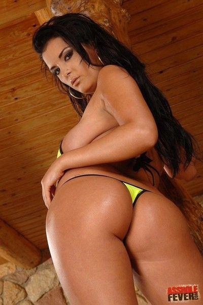 Bosomy brunette dish jasmine black pulls down her sexy bikini and gets her fine
