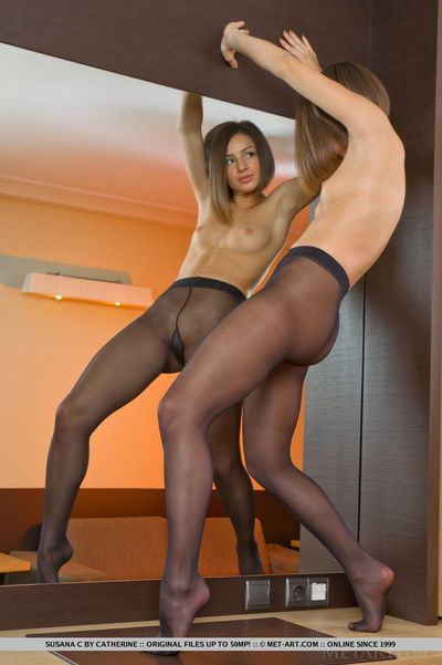 Flexible nylon wearing Susana C stretches legs for hot pussy close up