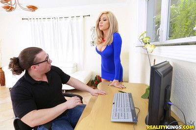 Parker swayze bangs her employee in the office
