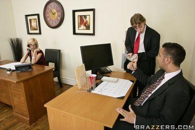 Office slut Jenny Hendrix gets her cunt hardcore fucked on her desk