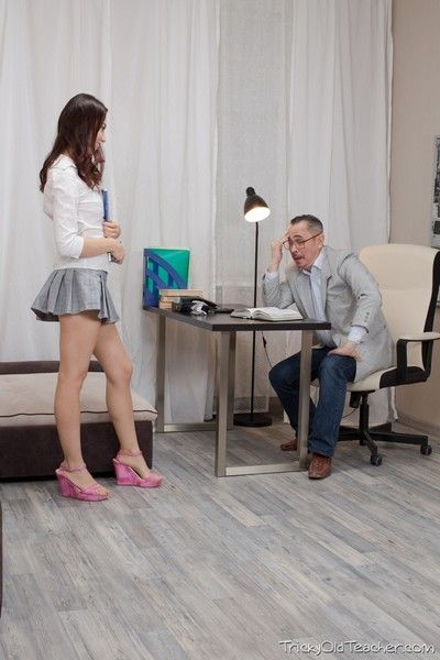 Tricky old teacher shows esenia how a pussy is supposed to be li
